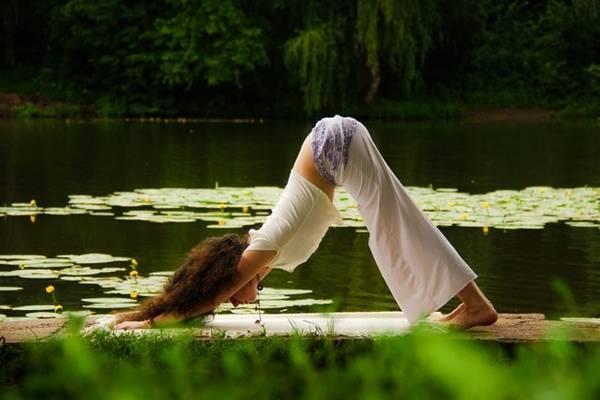 Yoga in vacanza, dal mare al deserto