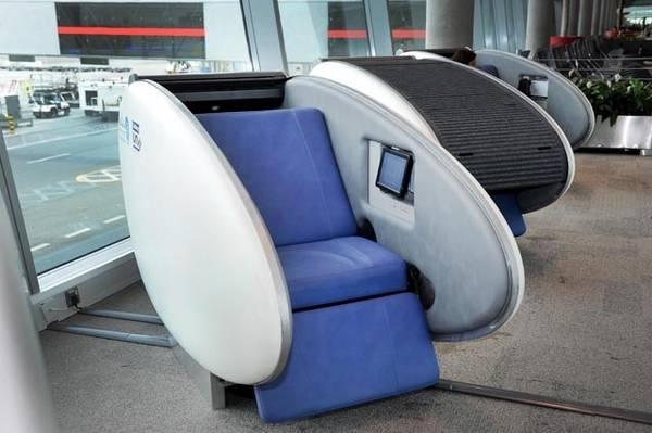 Abu Dhabi, capsula-hotel in aeroporto