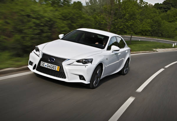 Lexus IS Hybrid,