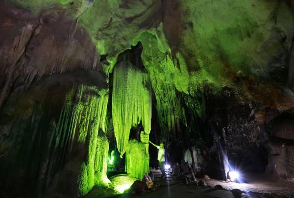 Formazioni calcaree all'interno di una grotta
