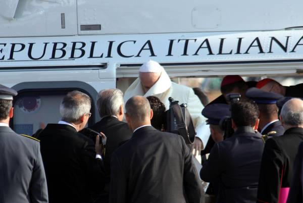 L Elicottero Del Papa : Gmg la partenza del papa per rio photostory primopiano