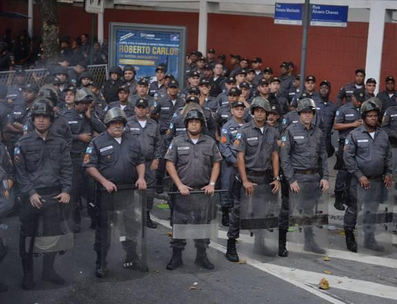 Risultati immagini per manifestazioni a rio de janeiro