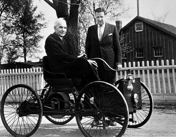 Henry Ford con Henry Ford II nel 1946