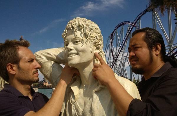 Nueva estatua en Honor a MJ en Roma. 1377616720603_StatuaMJ