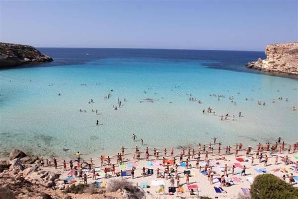 Matrimonio Spiaggia Lampedusa : Cala bianca regina delle spiagge in viaggio ansa