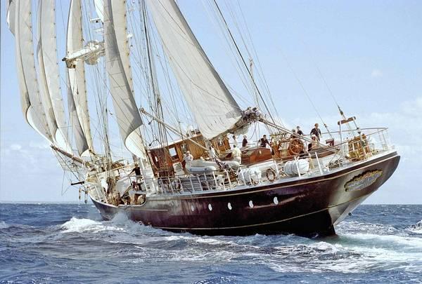 Tumori crociera a bordo nave marina militare per 24 for Il canotto a bordo degli yacht