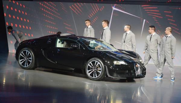 Di Ansa Debutto it Auto Il Motori All'abbigliamento Bugatti Dalle vRIqf7