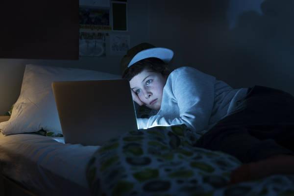 Contro mal di schiena e insonnia camera da letto 39 tech free 39 sanit salute e benessere - Mal di schiena letto ...