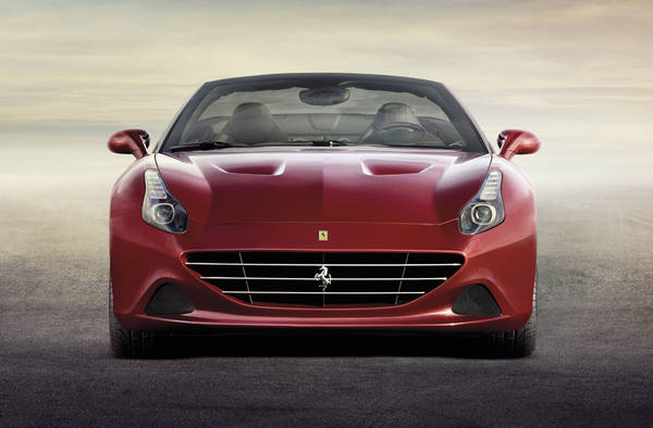 Ferrari lancia auto intelligente futuro, accordo con Apple