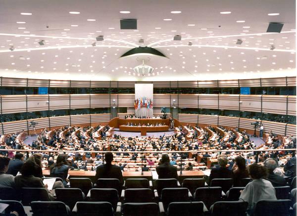 Al parlamento ue primo esame ipotesi rinnovamento sede for Sede del parlamento
