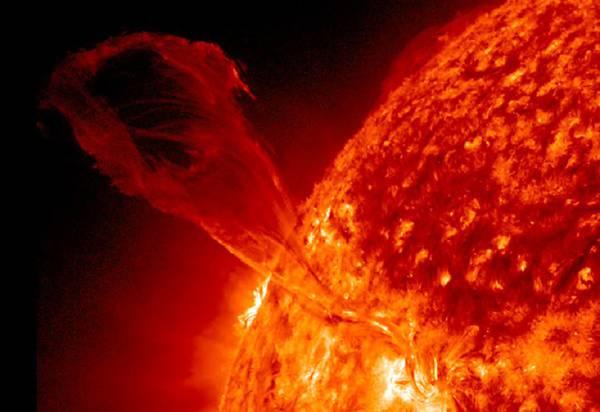 Una violenta eruzione solare (fonte: NASA/SDO)