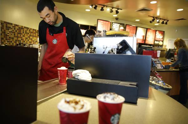 Starbucks fa concorrenza ai pub, serve birra e vino
