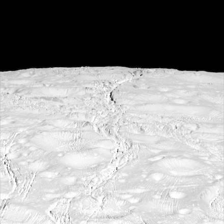 L'emisfero Nord di Encelado fotografato da Cassini (Fonte: NASA/JPL-Caltech/Space Science Institute)