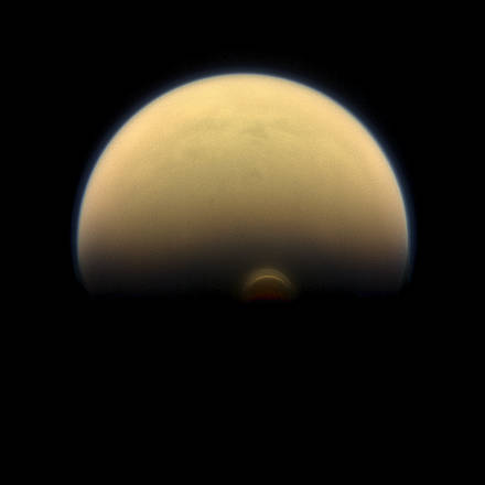 Il vortice che in inverno imperversa sul Polo Sud di Titano (fonte: NASA/JPL-Caltech/Space Science Institute)