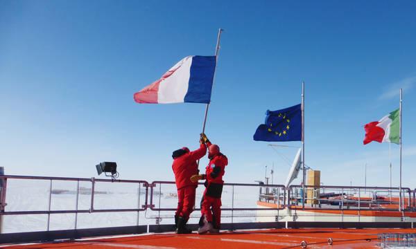 Bandiere a mezz'asta in Antartide