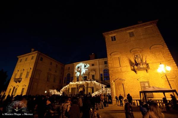 Babbo Natale Sceglie Per Casa Il Castello Reale Di Govone Italia