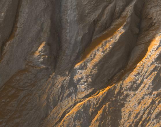 I canali di Marte scavati dal ghiaccio secco, non dall'acqua