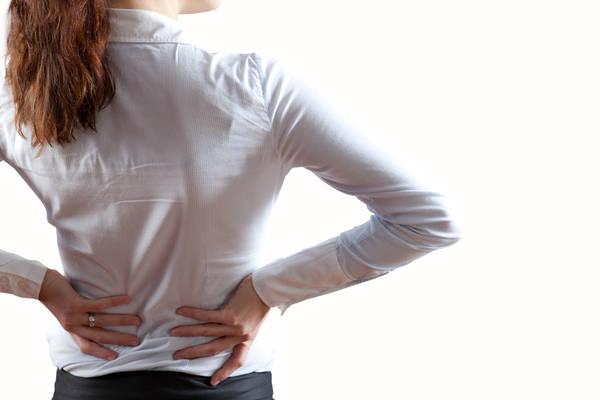 Menopausa, il calo degli ormoni alla base del mal di schiena?