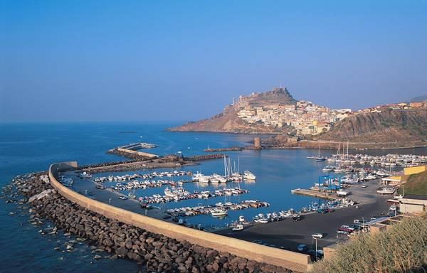 Cinque vele per mare e paesaggio sardegna al top estate for Disegni di paesaggi di mare
