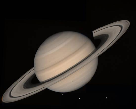 Uno degli anelli di Saturno è più denso e giovane degli altri (fonte: NASA)