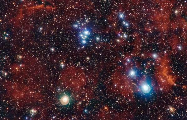 In blu le giovani stelle nascoste al centro dell'ammasso NGC 2367, fotografato dai telescopi dell'Eso (fonte: ESO/G. Beccari)