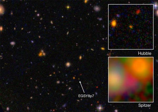 La galassia più antica mai osservata, EGS8p7, vista dai telescopi spaziali Hubble (nel riquadro in alto) e Spitzer (riquadro in basso) (fonte:  I. Labbé, Leiden University; NASA/ESA/JPL-Caltech)