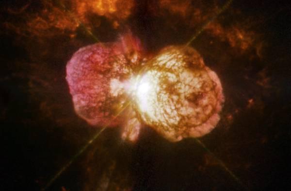 Rappresentazione artistica dell'eruzione di Eta Carinae avvenuta nel 1840 (fonte: NASA, ESA, and the Hubble SM4 ERO Team)