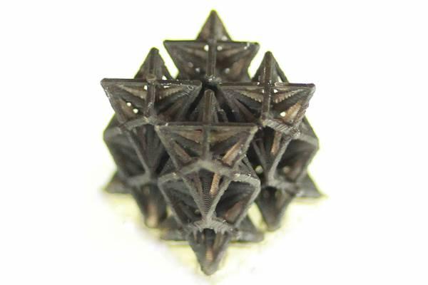 Esempio del materiale che si stampa in 3D, che si restringe con il calore (fonte: Qiming Wang)