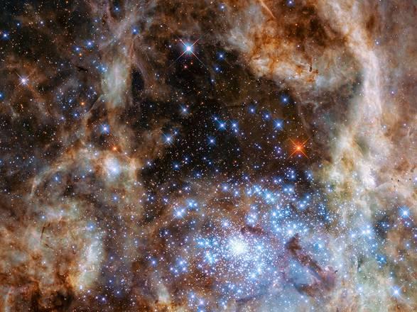 Rappresentazione artistica dei 'mostri stellari' 100 volte più grandi del Sole (fonte: NASA, ESA, P Crowther, University of Sheffield)