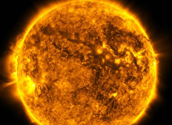 Il Sole si trasforma in una spettacolare girandola (fonte: NASA's Goddard Space Flight Center/SDO/Joy Ng)