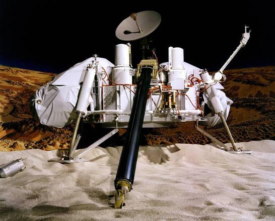 Rappresentazione artistica della missione Viking sul suolo di Marte (fonte: NASA/JPL-Caltech/University of Arizona)