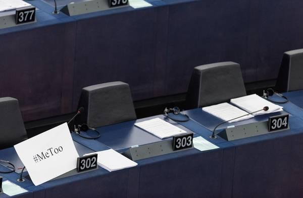 Parlamento europeo discute di molestie, aula è semivuota