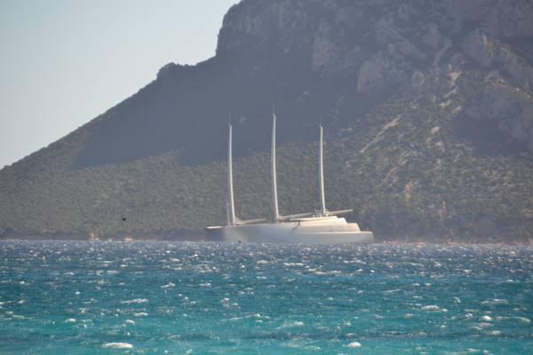 Lo yacht a vela pi grande del mondo arriva in sardegna for Classifica yacht piu grandi del mondo