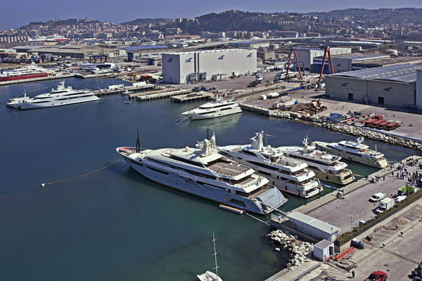 Nautica: CRN Annuncia Vendita Yacht 60 Metri