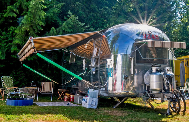 Yosemite Pines Resort : glamping in una roulotte Airstream retro . (©Steve Walser/Flickr, Creative Commons)
