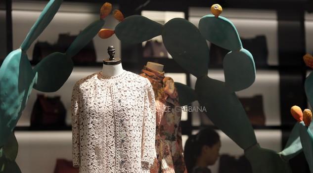 ... Le vetrine della boutique multibrand di Milano Dolce  Gabbana Spiga ... 58eba969a69