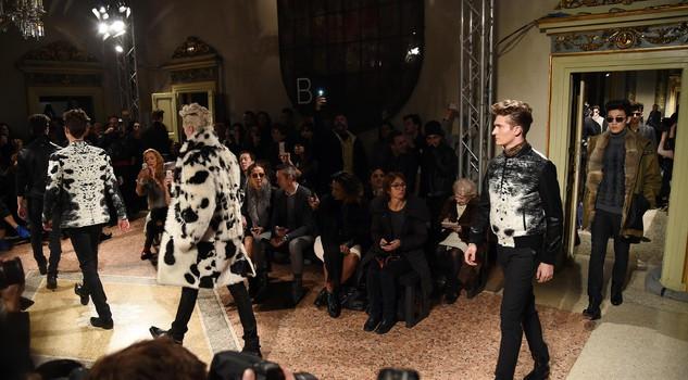 promo code 1b2cf b80a7 Damascati e in pelliccia gli uomini rock di Roberto Cavalli ...