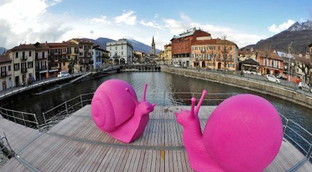 Animali Da Giardino In Plastica.Cracking Art A Milano Una Mostra Sul Movimento Che Usa Plastica