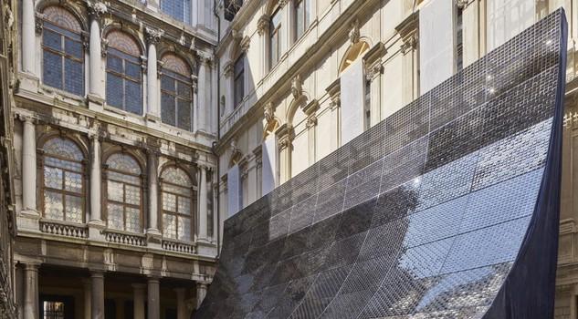 Biennale 90mila packagings per installazione shigeru ban for Architetto giapponese