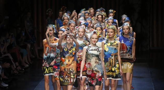quality design 30418 298f7 L'Italia da selfie di Dolce e Gabbana - Sfilate - Moda ...