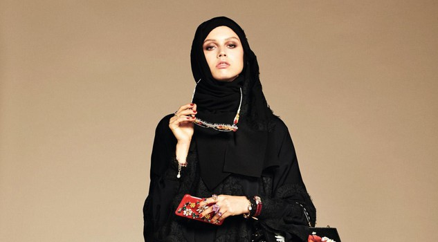 the latest c7740 a61fd Dolce & Gabbana mettono il velo e lanciano in collezione per ...