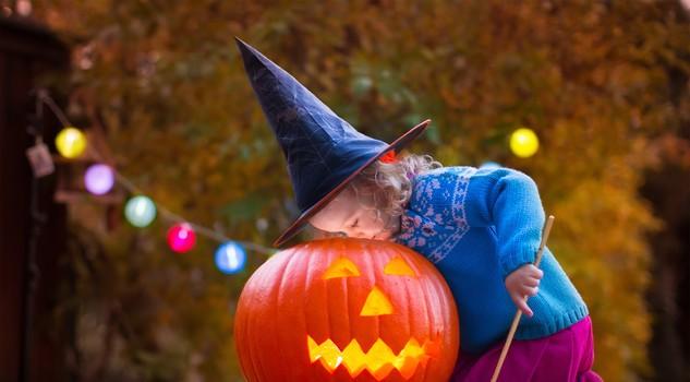 3  Myers E Altre Maschere: Durante La Notte Di Halloween, I Celti Si  Travestivano Con Maschere Per Spaventare Gli Spiriti Malvagi Che Avrebbero  Potuto ...