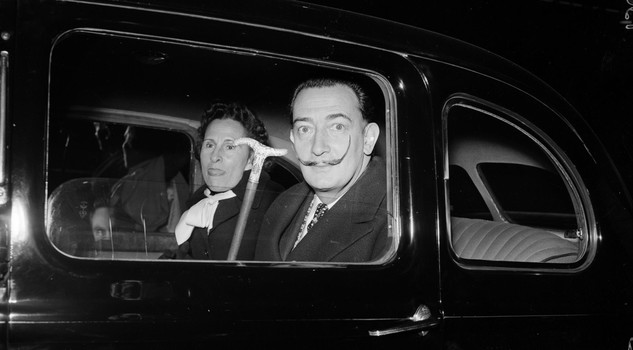 Dal e Gala 26th April 1955: Salvador Dali (1904 - 1989) and his wife Gala (1894 - 1982) in a car while on a visit to London. (Photo by Barham/Express/Getty Images)
