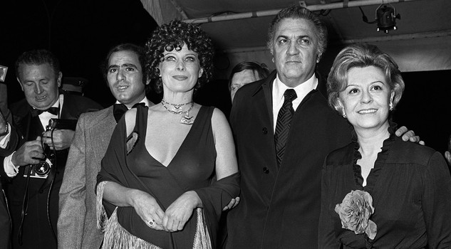 Fellini e Masina CANNES, FRANCE: Film director Federico Fellini (C) with his wife Giulietta Masina (R) and actress Magali Noel (L) at the Cannes Festival, 10 May 1974. Fellini new movie