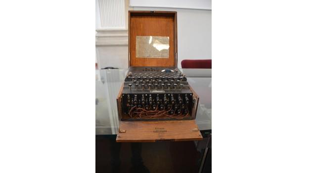 A Cesenatico i collezionisti della Macchina per scrivere, la macchina Enigma