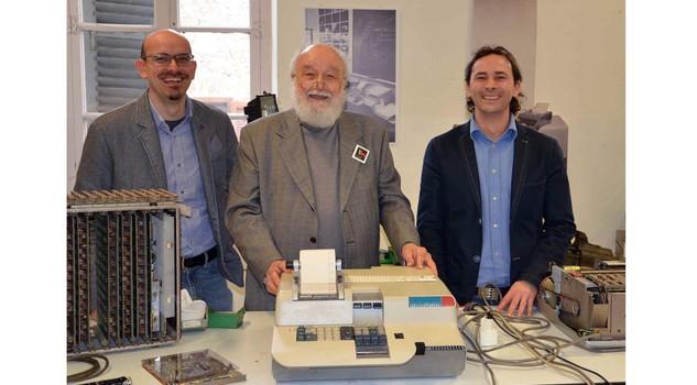 Da sinistra Riciputi, Garziera  e Scarzello (presidente associazione collezionisti macchine per ufficio d'epoca)