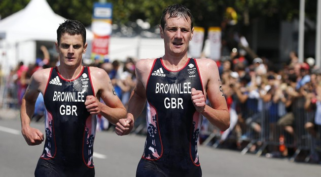 Alistair Brownlee of Great Britain (R) along with his brother Jonathan Brownlee (L) run past spectators during the men's Triathlon race of the Rio 2016 Olympic Games at Fort Copacabana in Rio de Janeiro, Brazil, 18 August 2016. ANSA/LARRY W. SMITH