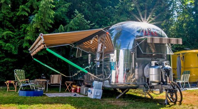 Idee Per Interni Roulotte : Campeggio a tutto comfort è il boom del glamping giardino