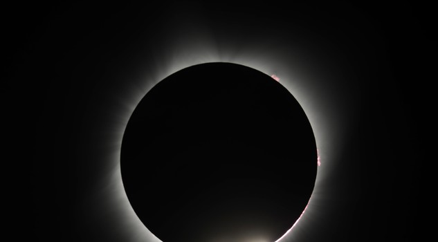 ++ Usa: luna oscura totalmente il sole in Oregon ++