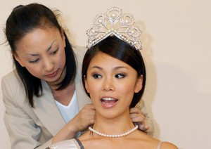 Diamonds and Pearls for Japan's Miss Universe [ARCHIVE MATERIAL 20070615 ]